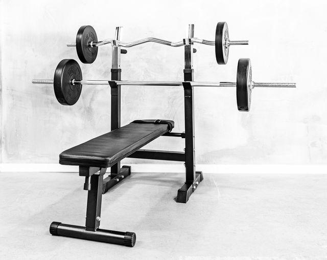 bench press met gewichten