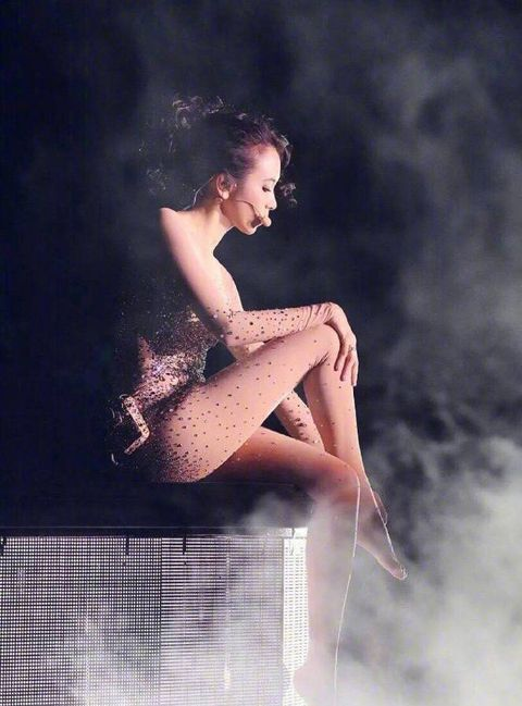 Beauty, Leg, Water, Human leg, Photography, Sitting, Human body, Model, Photo shoot, Flash photography,