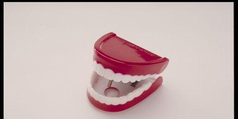 A set of false teeth
