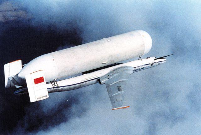 O VM-T Atlant tinha quatro configurações - OGT, 1GT, 2GT, 3GT - organizadas da maioria ao menor peso. Essa configuração, 1GT, pesava 31,5 toneladas e carregava o tanque de hidrogênio líquido.