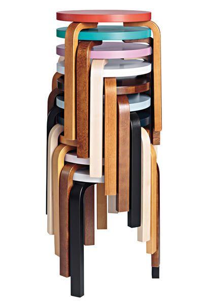 """Gli sgabelli """"60/E60"""", disegnati da Alvar Aalto nel 1933 e rieditati in special edition da Hella Jongerius."""