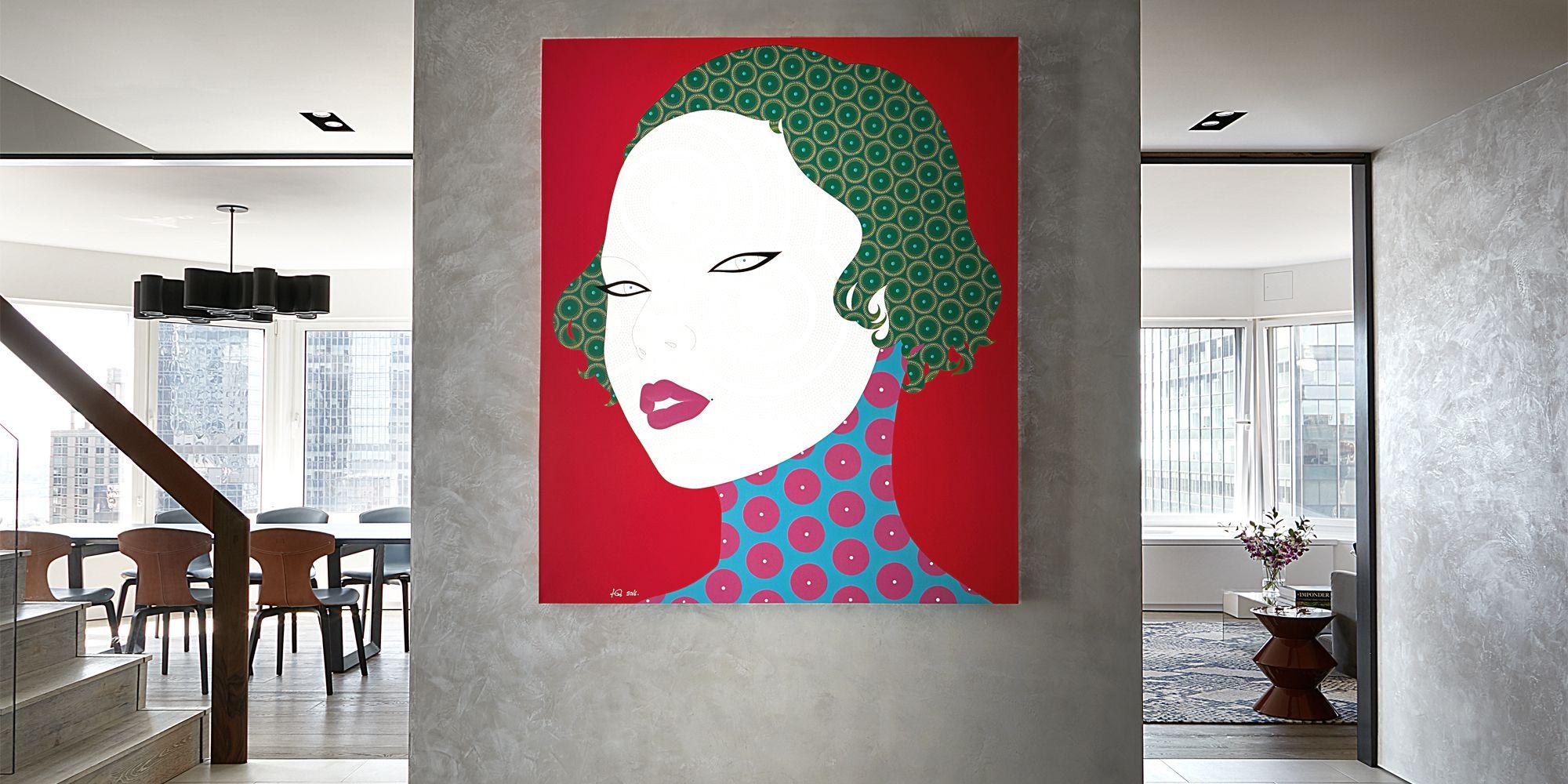 35 Entryways with Impressive Artwork
