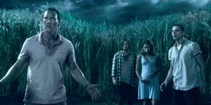 In The Tall Grass - Patrick Wilson, Harrison Gilbertson, Laysla De Oliveira, Avery Whitted