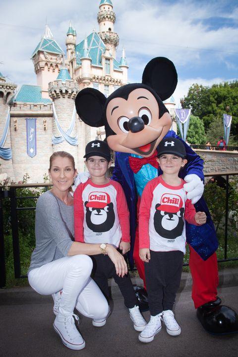 celine dion en haar kinderen in disneyland
