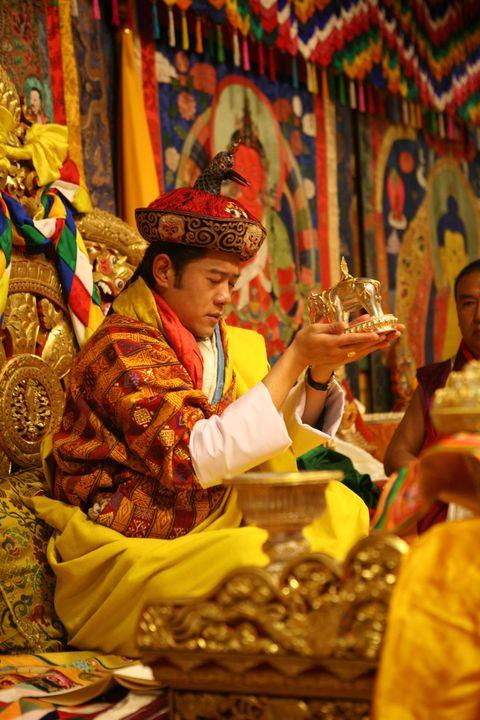 不丹皇室神秘面紗後的20種甜蜜日常!「國王皇后高調放閃、小王子最愛飛高高」不愧是地表最快樂國家