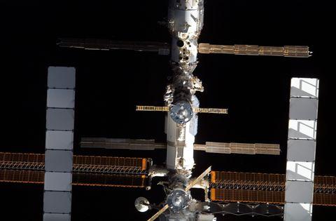 Atlantis Reaches Space Station