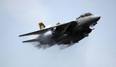 lanzamiento del avión de combate f14 tomcat