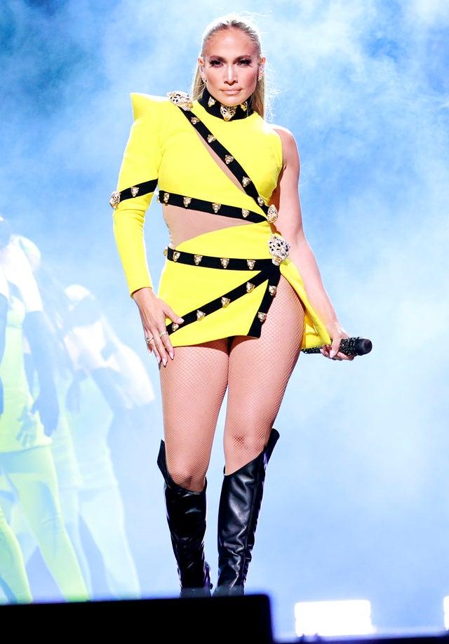 jennifer lopez bikini amarillo
