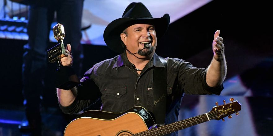 "Garth Brooks Is Hosting a Live Interactive Preview of His Upcoming Album ""FUN"" Tonight"