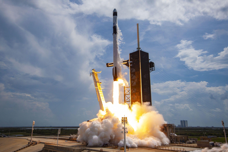 laucnch SpaceXs Falcon 9 rocket