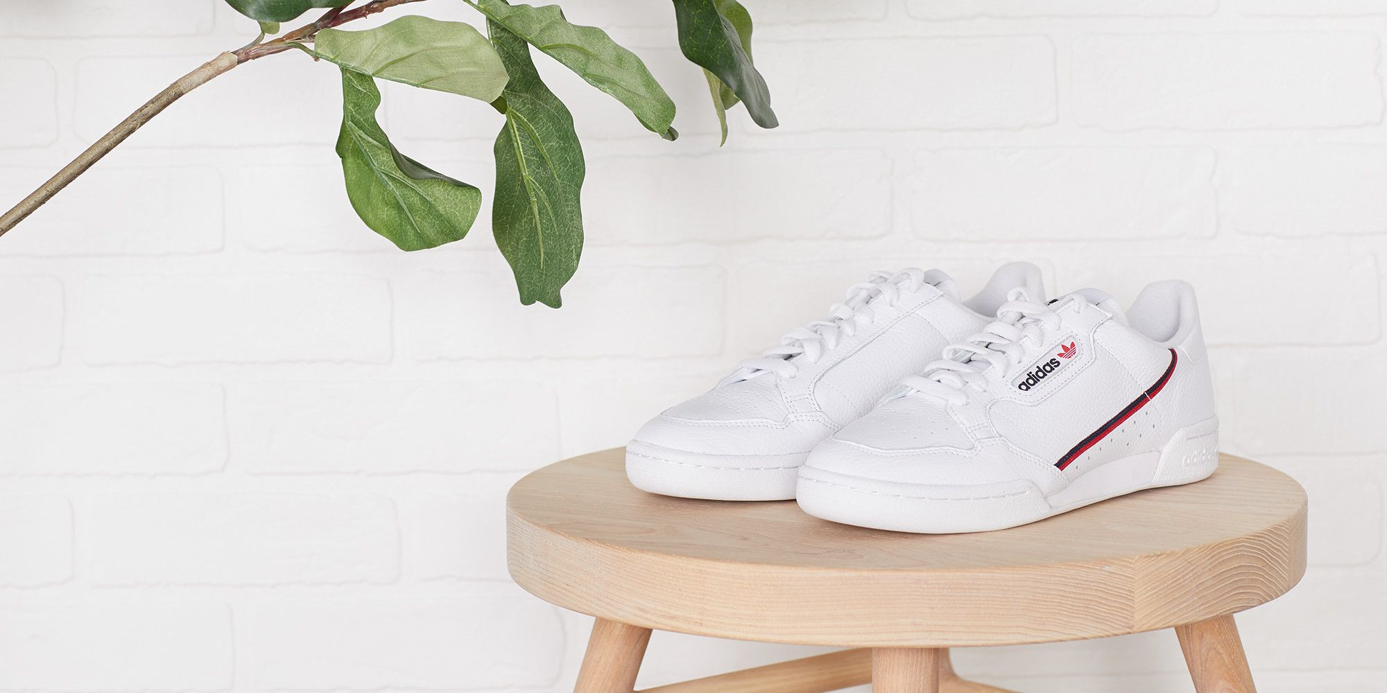 936bbe78e The Fresh White Sneaker That Everyone Can (and Should) Wear This Spring