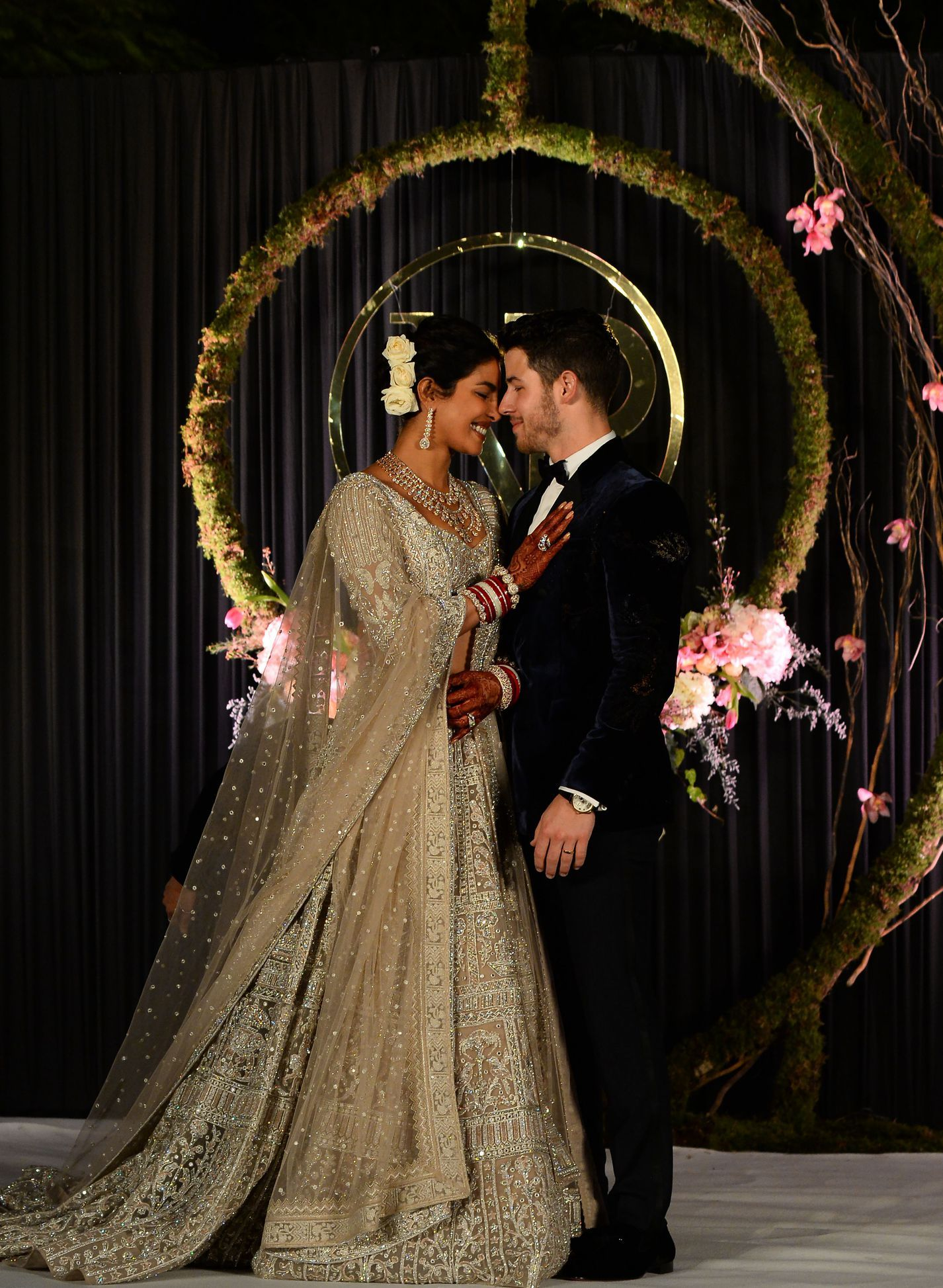 Priyanka Chopra Nick Jonas Wedding Guide To Date Venue Dress