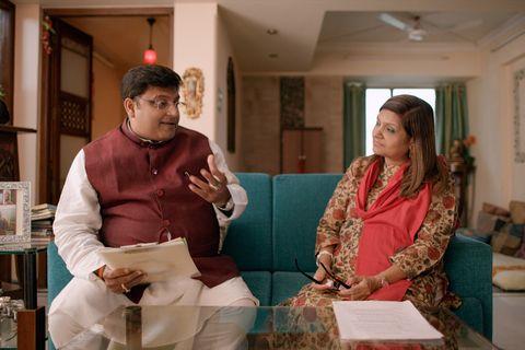 indian matchmaking l to r pundit sushil ji and sima taparia in episode 5 of indian matchmaking cr netflix © 2020