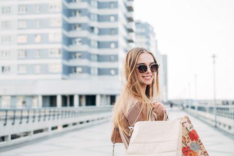 Eyewear, White, Street fashion, Sunglasses, Shoulder, Fashion, Beauty, Blond, Glasses, Lip,