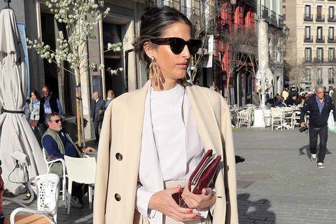 Inés Domecq con look beige