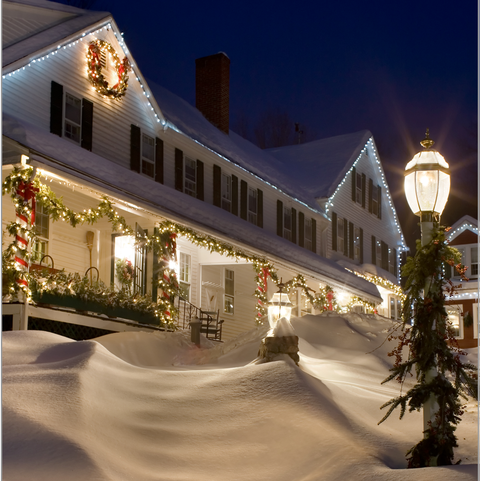 Neve, Casa, Luz, Inverno, Iluminação, Edifício, Área residencial, Imobiliário, Noite, Céu,