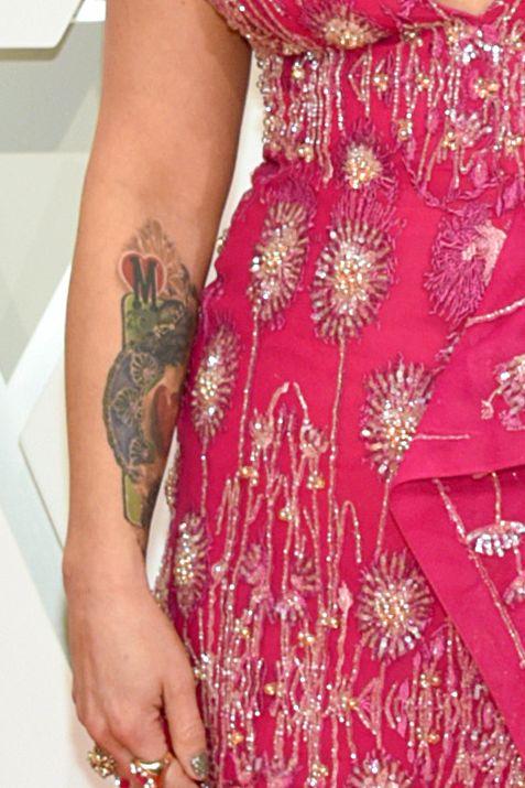 Red carpet, Carpet, Clothing, Dress, Fashion model, Shoulder, Flooring, Pink, Fashion, Gown,