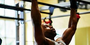 ワークアウト, フィットネス, Men's Health, 運動,,トレーニング,メンズヘルス,ミリタリープレス 最強  上半身 運動  オーバーヘッドプレス,上半身 筋トレ 本格  上半身 筋トレ しんどい,