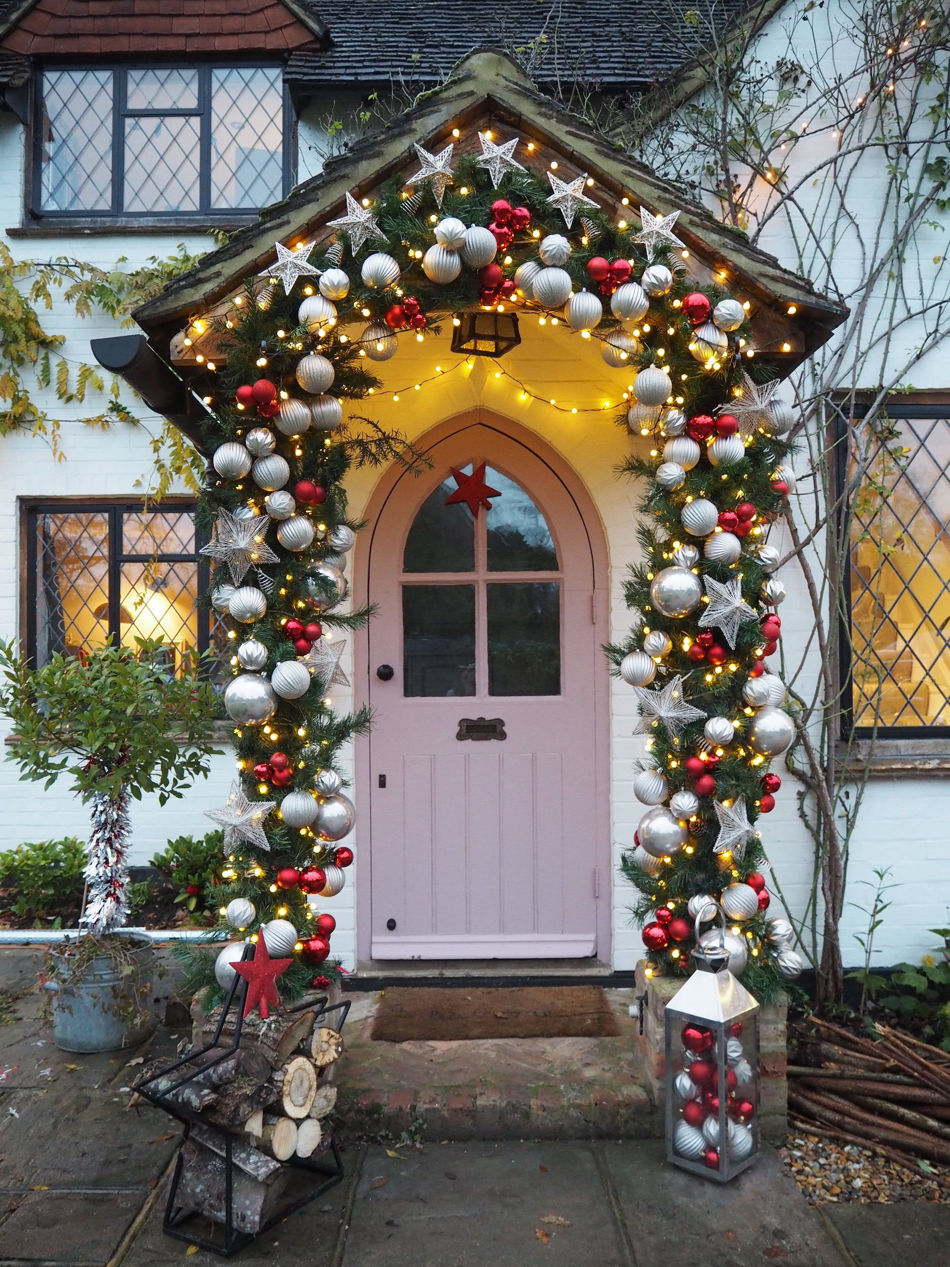How to create an Instagrammable front door display for Christmas