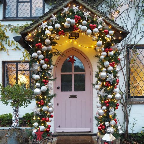 Instagrammable front door display for Christmas