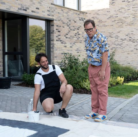 programme name interior design masters with alan carr   tx na   episode interior design masters with alan carr   ep1 show homes  no 1   picture shows strictly embargoed not for publication before 0001 hrs on tuesday 26th january 2021 peter, alan carr   c banijay   photographer ellis o'brien