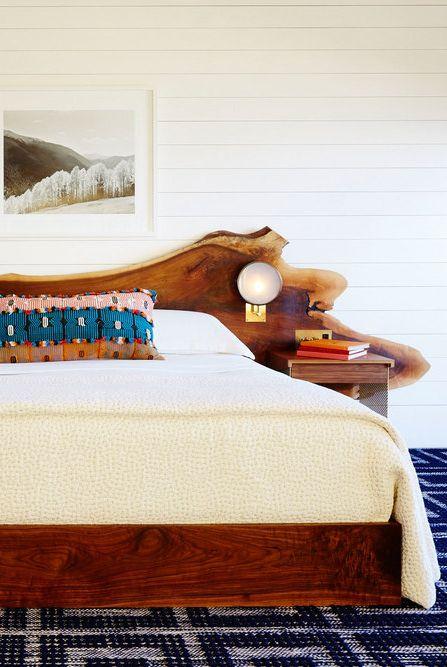 Giường gỗ mộc mạc tự nhiên