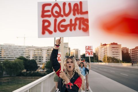 vrouwen prostesteren voor gelijke rechten