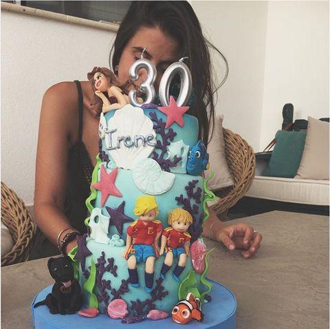 Cake, Tree, Plant, Child, Eyewear, Sweetness, Dessert, Toddler, Sitting, Baked goods,