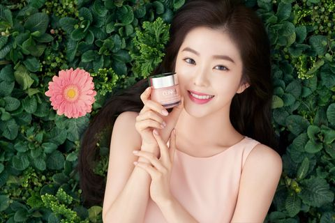 南韓女團red velvet門面擔當的隊長irene,最近正式成為倩碧亞太區的品牌形象大使