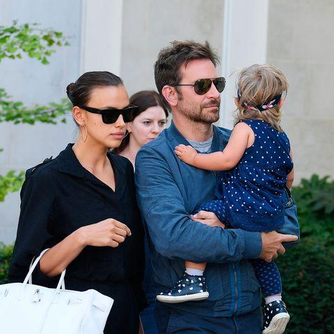 Bradley Cooper e Irina Shayk con su hija Lea en Venecia