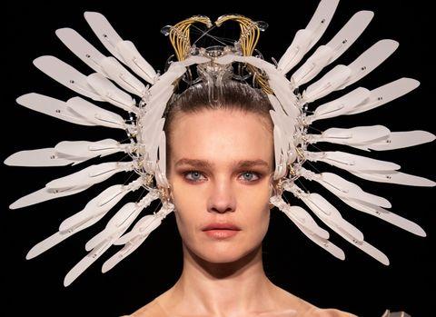 de mooiste beautylooks van haute couture week in parijs, beauty, look, make up, beautylook, trends, mooiste looks, parijs, haute, couture, week, parijs haute couture week 2021, 2021, ss 21, collectie, modehuizen, ontwerpers