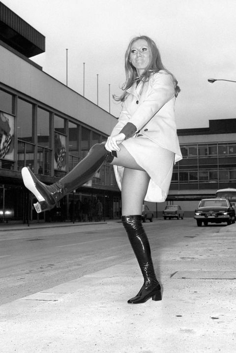 Music - Clodagh Rodgers - Heathrow Airport - London - 1970