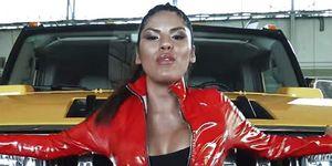 Isa Pantoja con mono de látex rojo en su single 'Ahora estoy mejor'
