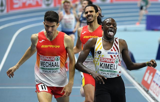 adel mechaal cruza en tercera posición y mohamed katir en cuarta en la final de 300 metros de los campeonatos de europa de pista cubierta en torun 2021