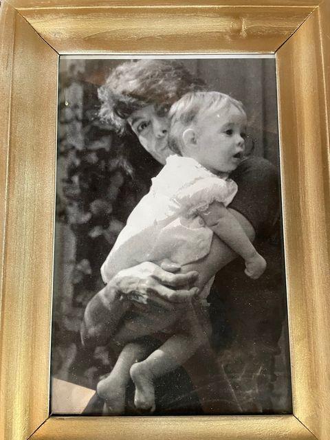 sara gonzález holds her small child isabel