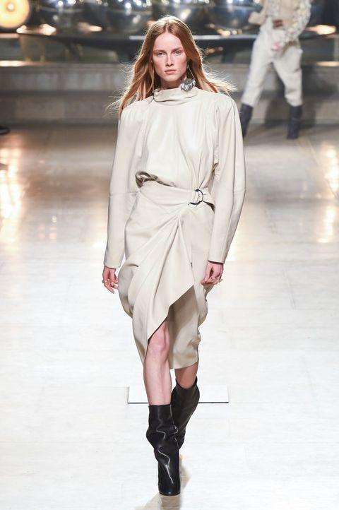 Fashion show, Fashion model, Fashion, Runway, Clothing, Shoulder, Joint, Public event, Knee, Footwear,