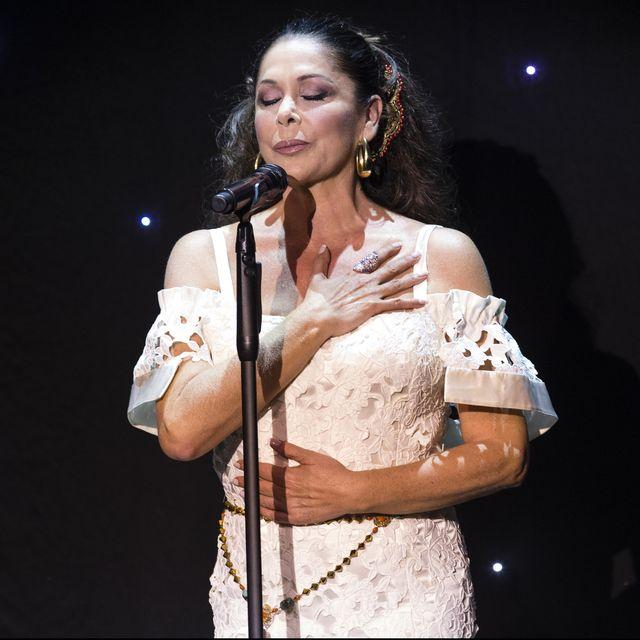 la cantante isabel pantoja durante un concierto con motivo de la presentación de su disco  hasta que se apague el sol  en aranjuez