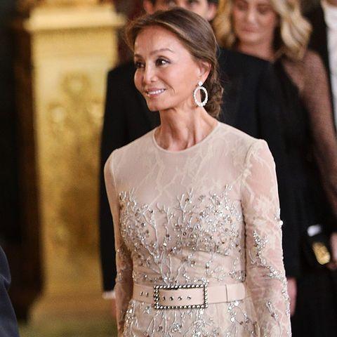 Isabel Preysler con vestido de fiesta nude con pedrería en una cena de gala el Palacio Real