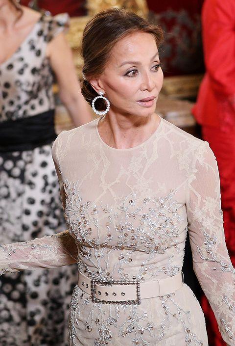 59c4f47051 Isabel Preysler con pendientes de Rabat en una cena de gala en el Palacio  Real