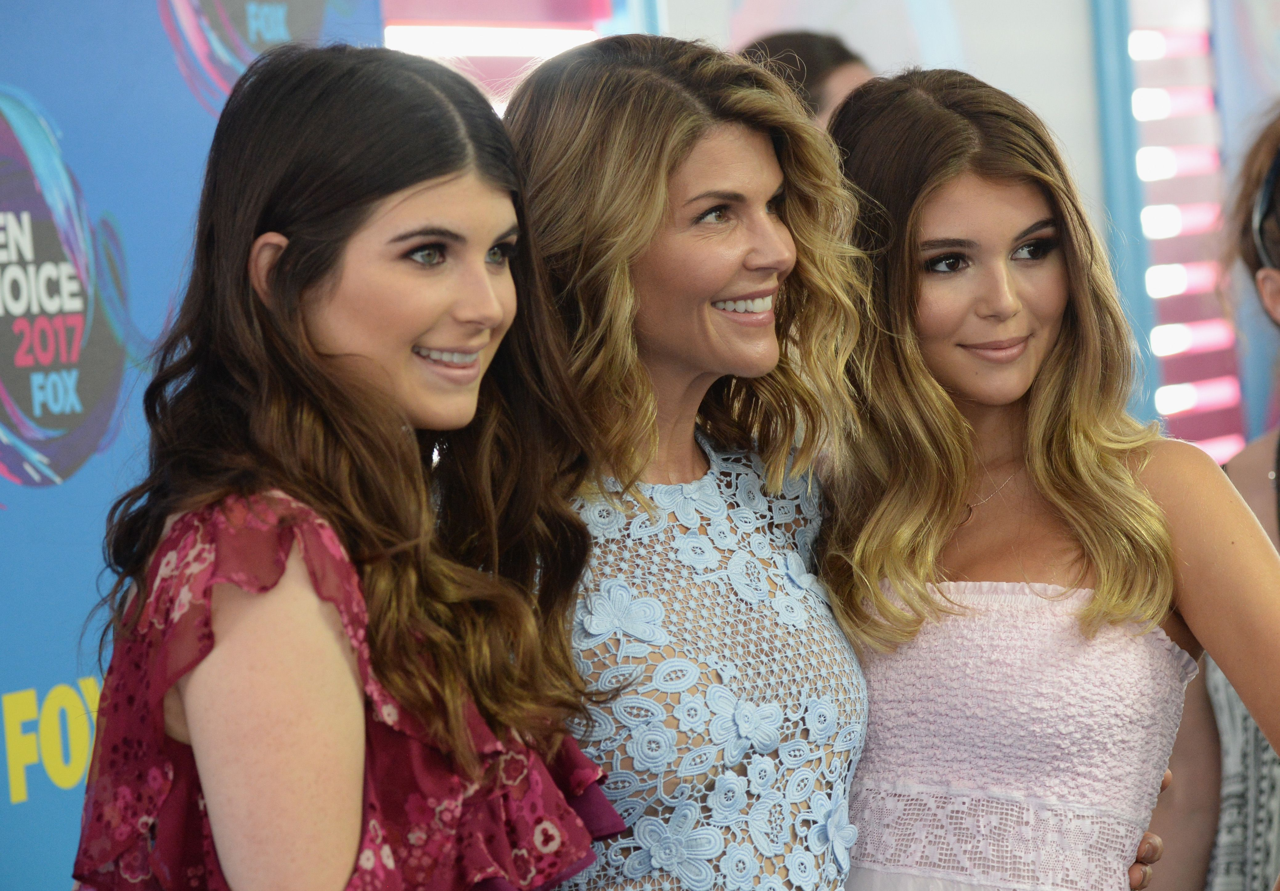 Lori Loughlin's Daughter Isabella Giannulli Deleted Her Instagram Before Her Parents' Trial