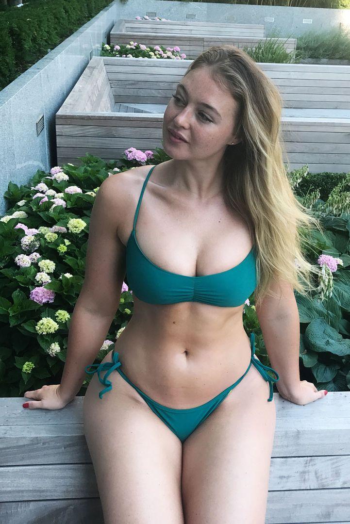 Celebrities In Bikinis - Celebrity Bikini Photos-8200