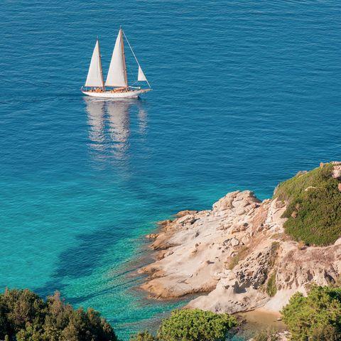 Sea, Coast, Sailboat, Boat, Sail, Azure, Coastal and oceanic landforms, Sky, Vehicle, Water,