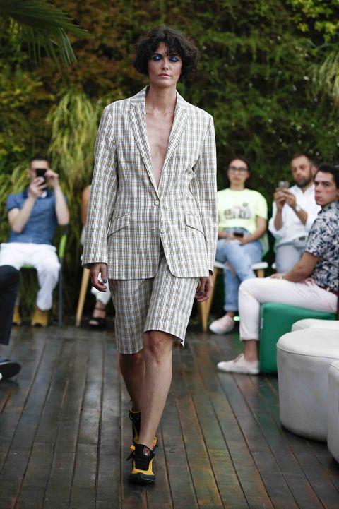 Fashion model, Fashion, Clothing, Runway, Fashion show, Street fashion, Outerwear, Spring, Fashion design, Footwear,