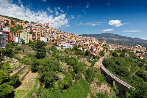 Residential area, Mountain village, Sky, Town, Neighbourhood, Human settlement, Village, Urban area, Metropolitan area, City,