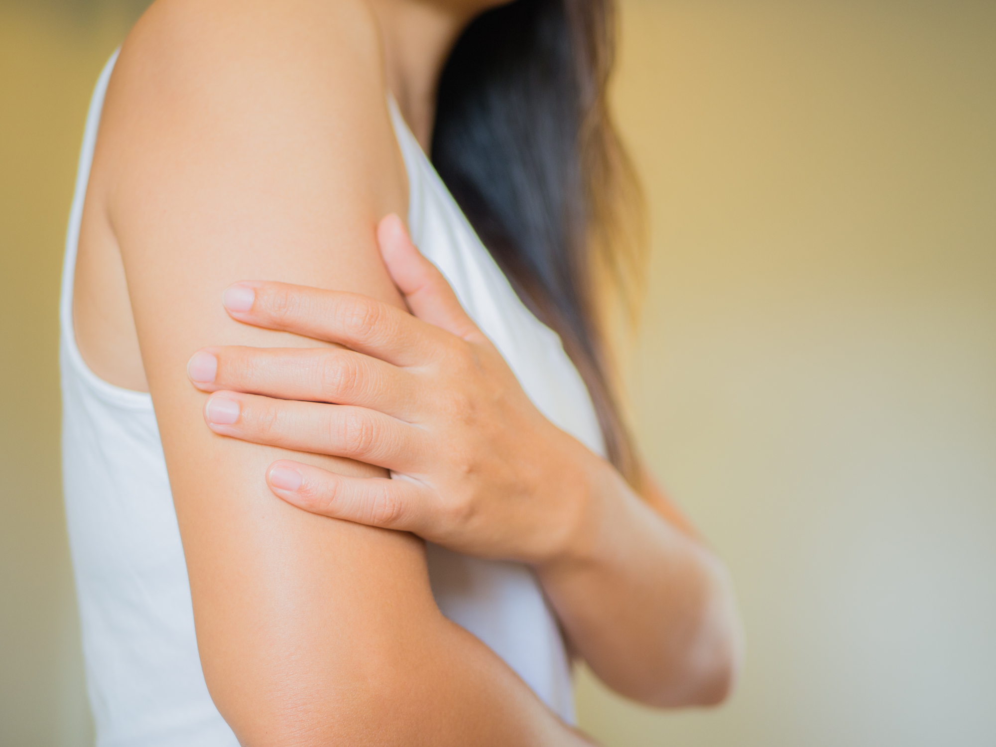 7 Reasons You Have Itchy Skin With No Rash in Sight, According to Doctors