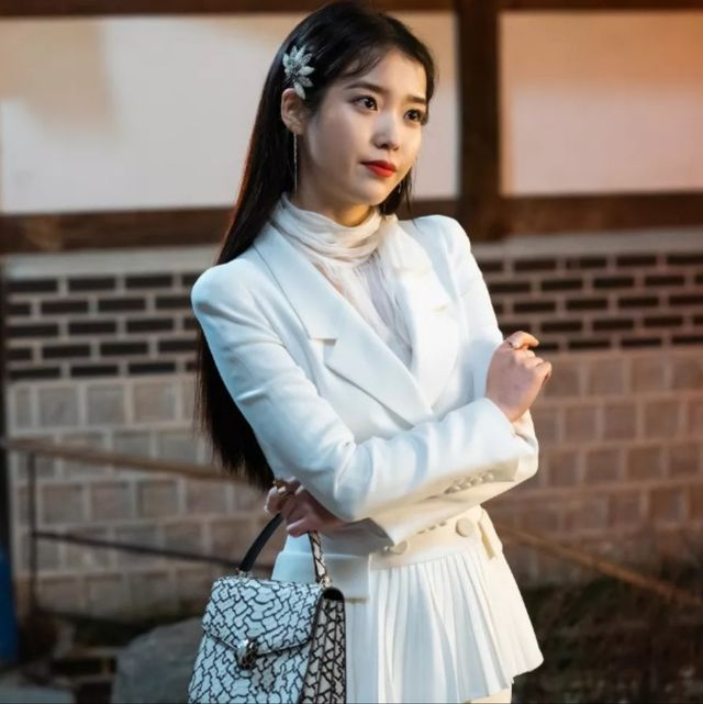 Clothing, Black, Neck, Shoulder, Hairstyle, Fashion, Collar, Dress, Sleeve, Outerwear,