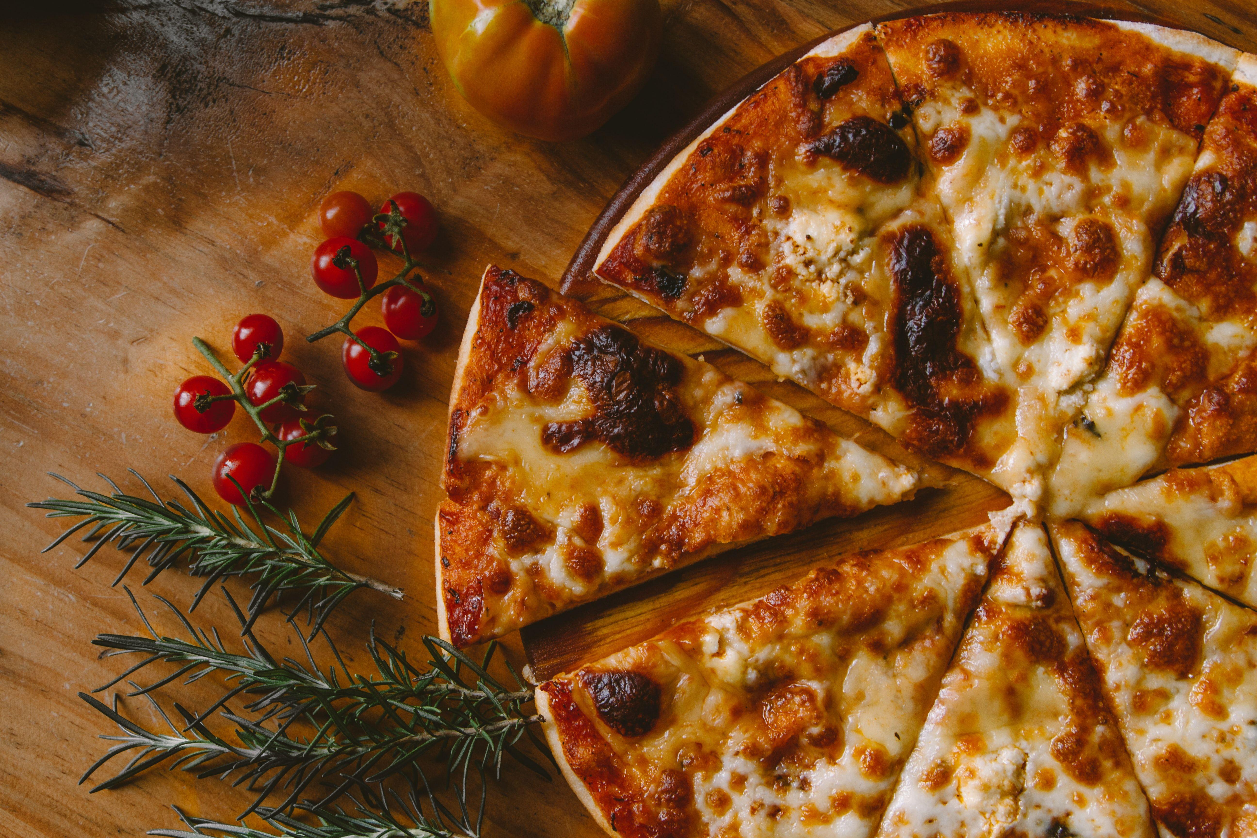 I migliori forno pizza da regalare nelle feste di Natale per tirare fuori il vostro
