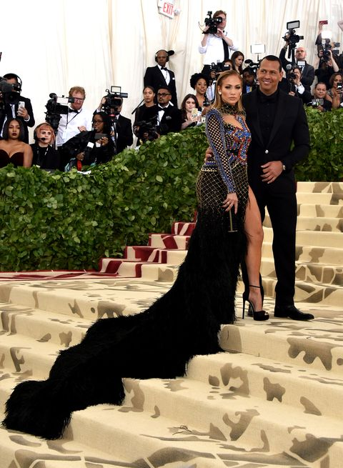 Fashion, Dress, Canidae, Sporting Group, Guard dog, Event, Conformation show, Tourism, Dog breed, Gown,