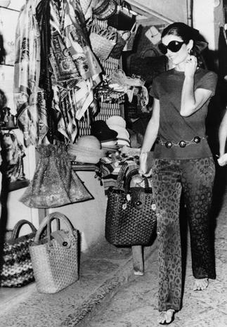 Jackie a Capri Pantalone di seta stampata + infradito artigianali