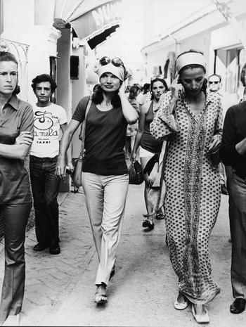 Jackie a Capri Pantaloni bianchi + t-shirt